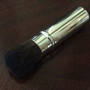 Trish mcevoy retractable powder brush